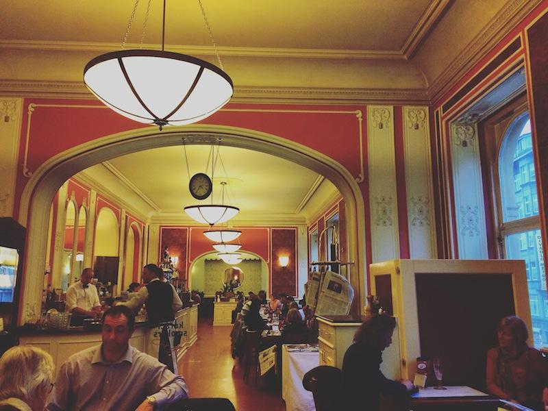 CAFÉ LOUVRE | Doramatos.com