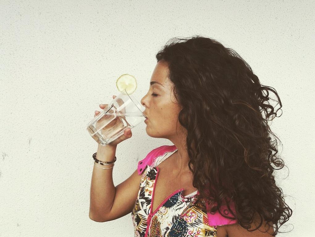 Água com limão: o melhor aliado para a tua saúde | Doramatos.com