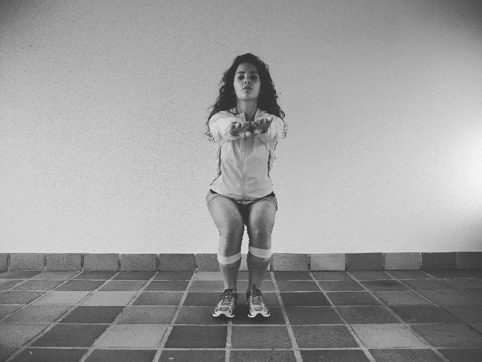 Agachamento pernas paralelas | Doramatos.com