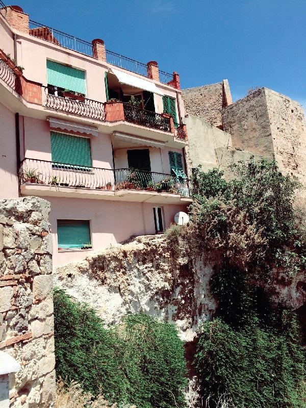 Varadas de casas vistas da Praça Mercede Mundula - Doramatos.com